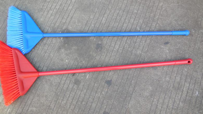 长柄塑料扫帚